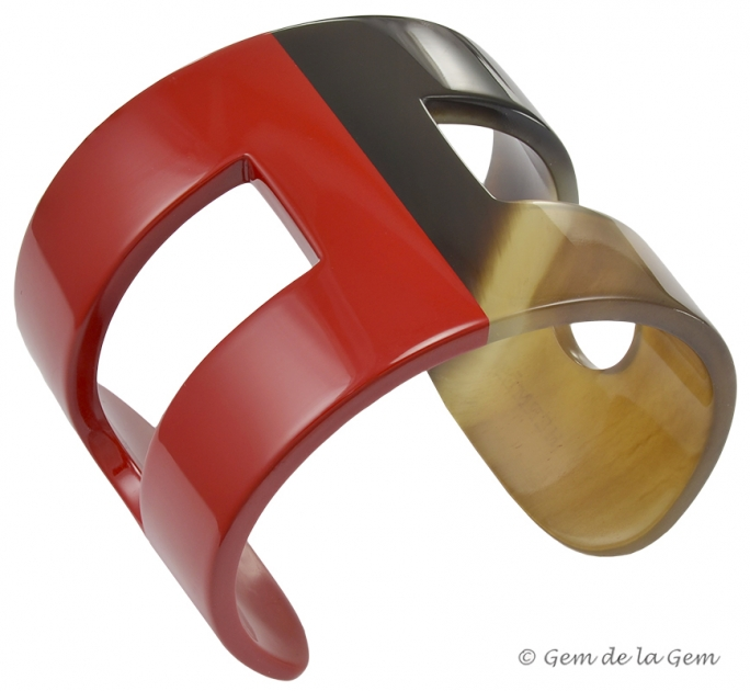 Hermes red lacquer and horn H cuff in new condition.